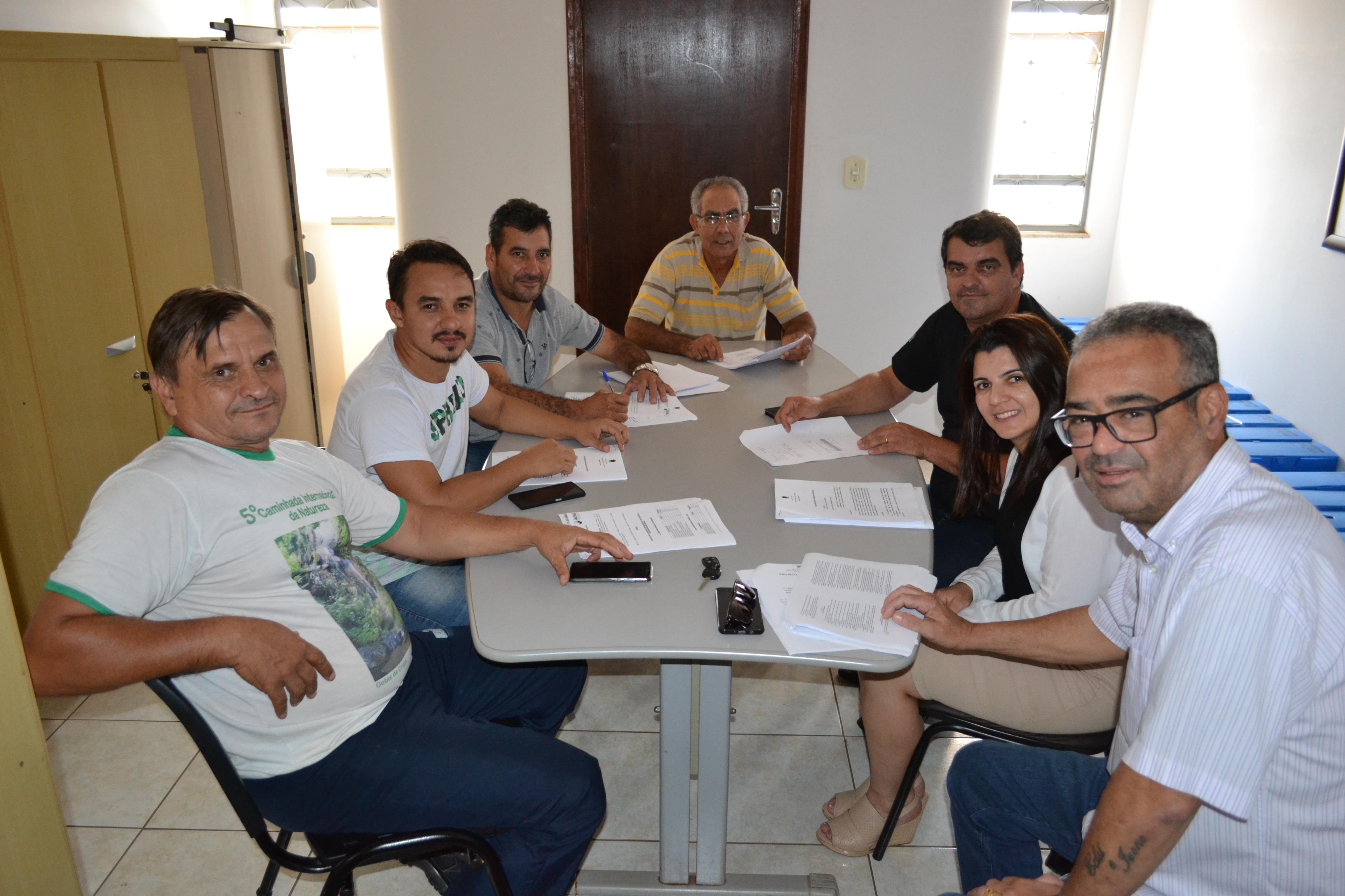 Comissões se reúnem para analisar projetos