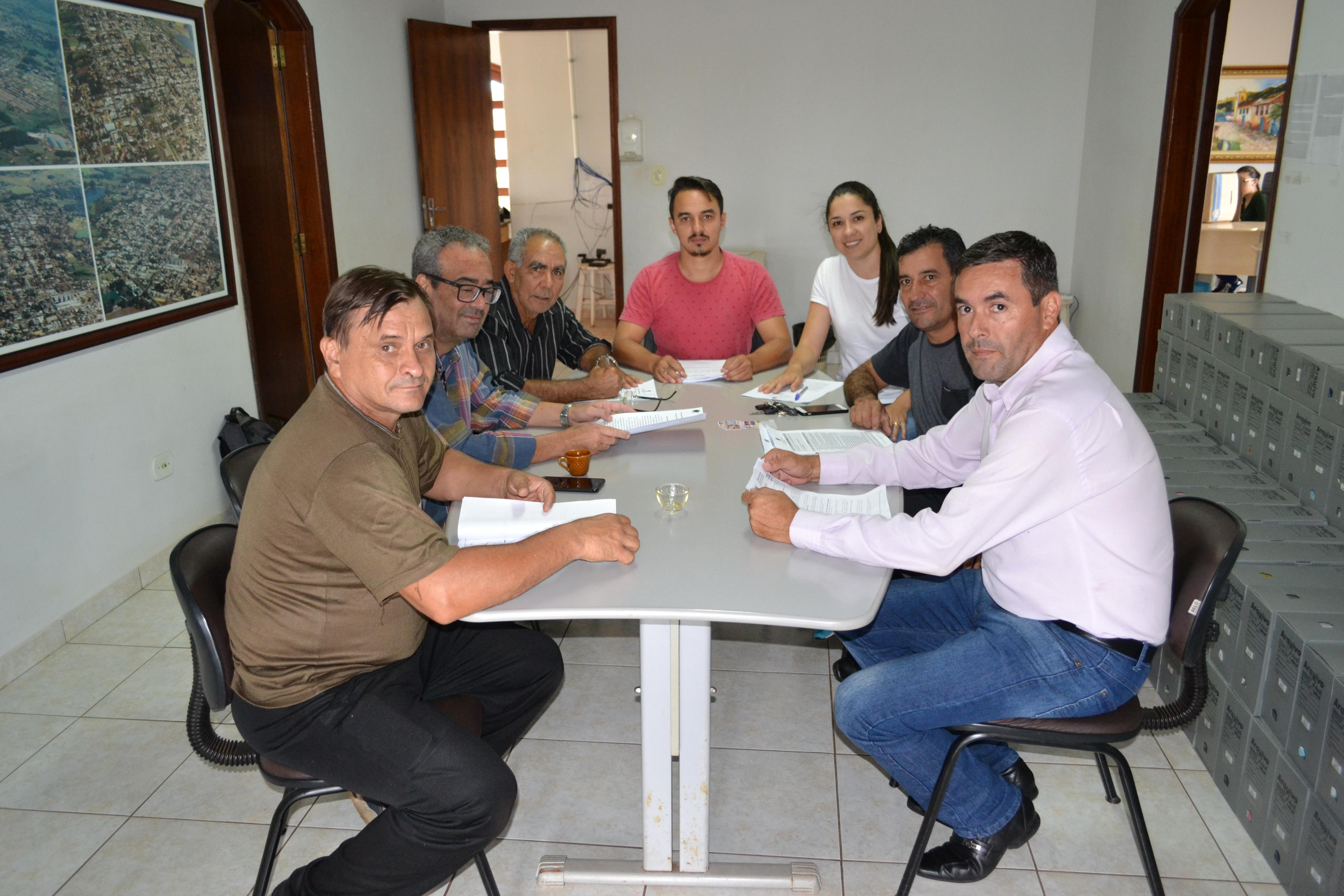 Integrantes de comissões estudam projetos