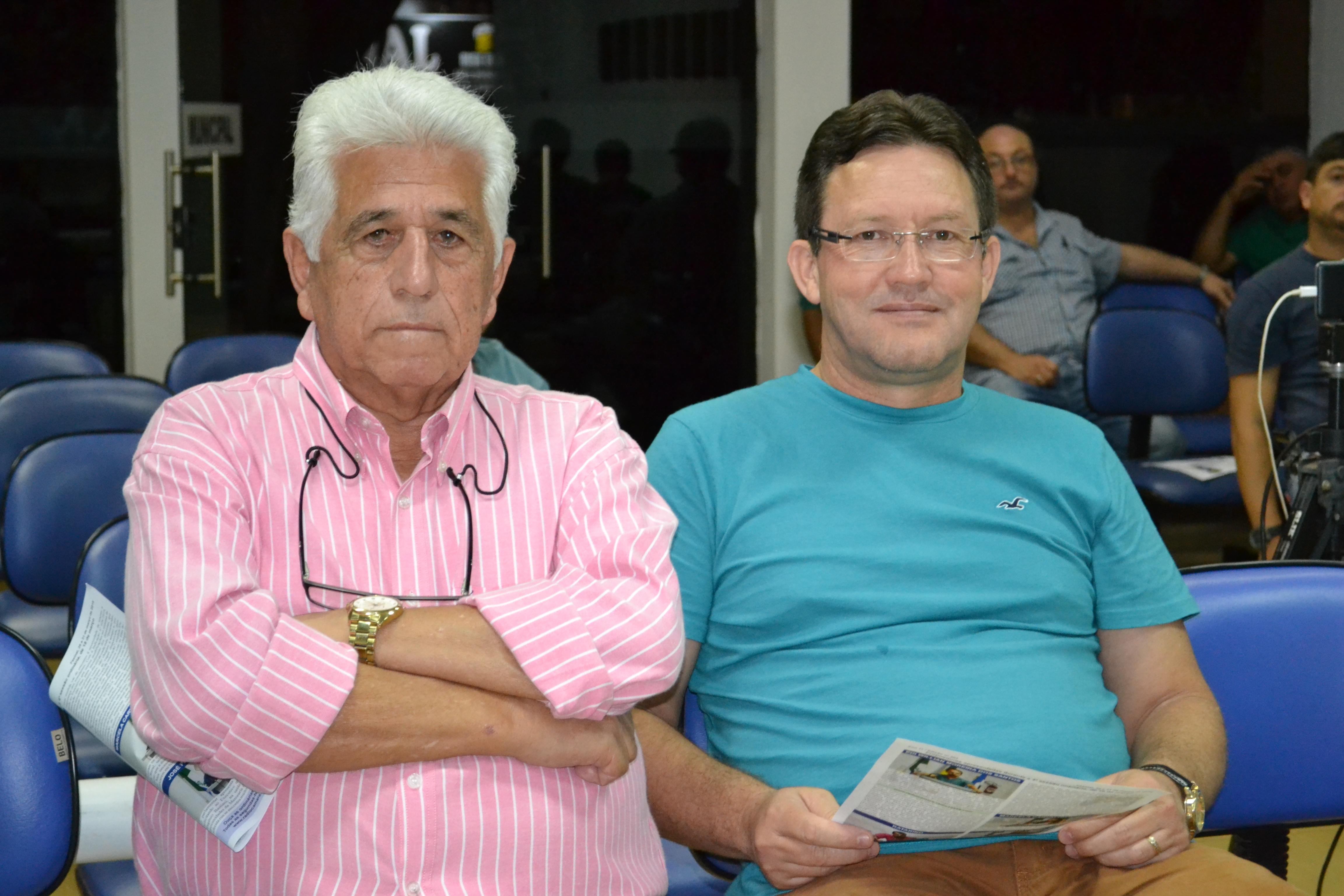 Ex-integrantes do Legislativo comparecem a sessão