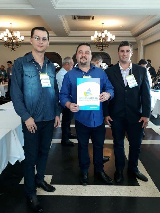 Prefeito  assinou juntamente com a Governadora do estado Cida Borghetti no dia 26 de junho em Curitiba o convênio do kit de cesto para coleta  seletiva do lixo para Itaúna do Sul.
