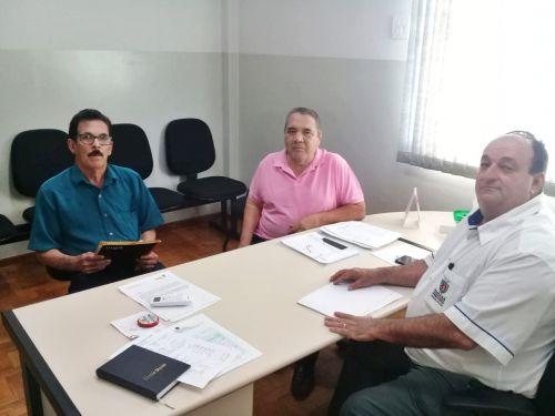 Prefeito Chico Leite - Reunião na Regional de Saúde para viabilizar atendimentos