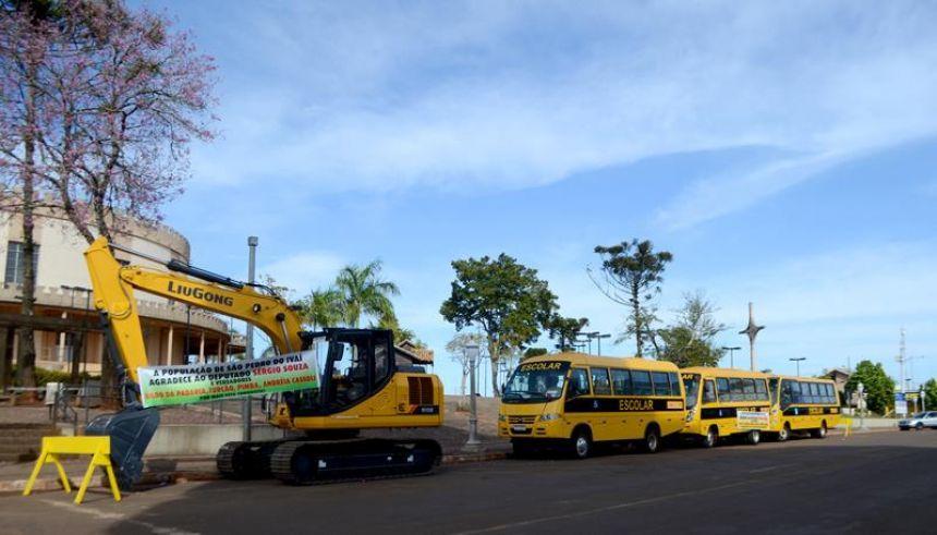 São Pedro do Ivaí recebe escavadeira hidráulica