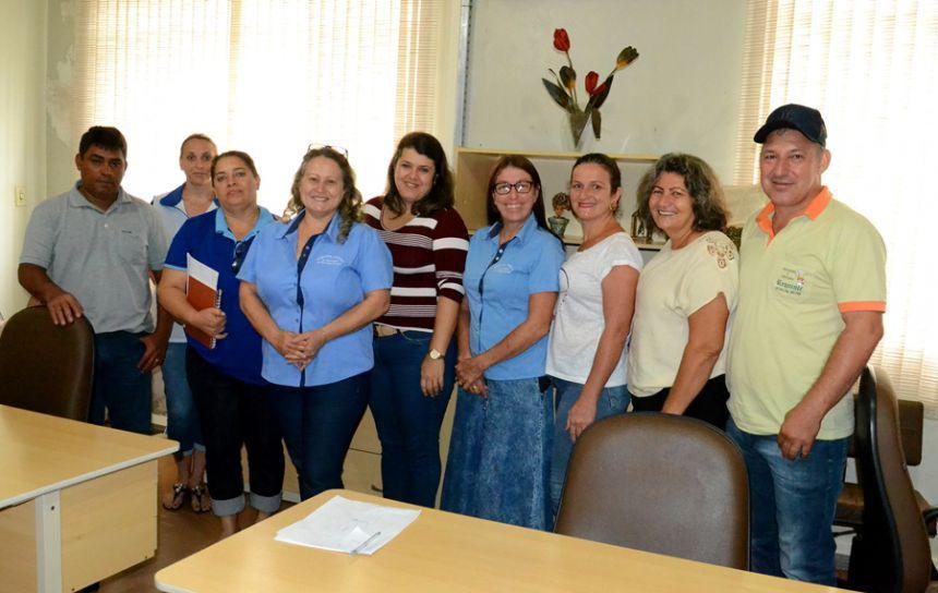 Vereadores se reúnem com Secretaria Municipal de Educação.