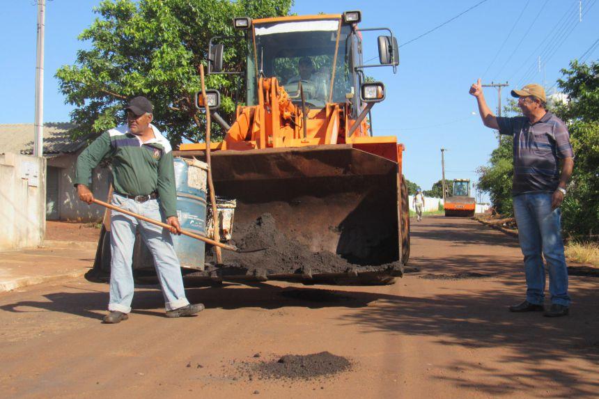 Prefeitura realiza operação tapa-buraco nas ruas do perímetro urbano do município