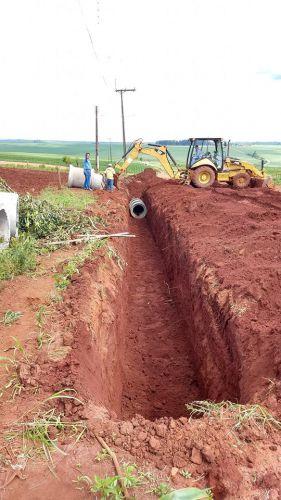 Prefeitura implanta Galeria de Águas Pluviais na estrada de acesso a Vila Rural Santa Felicidade