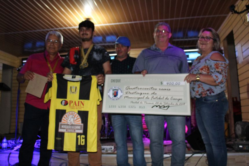 Festa do Campeonato Municipal de Futebol entrega prêmios aos campeões