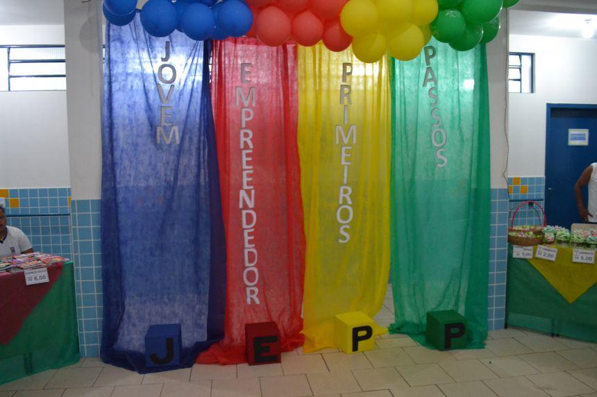 Feira do Projeto Jovens Empreendedores expõe trabalhos realizados pelos alunos de Pontal do Paraná