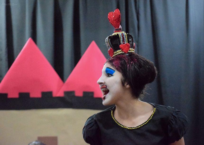 """Companhia de teatro Mákara de Pontal do Paraná faz sua pré-estréia da peça """"Alice no País das Maravilhas"""""""