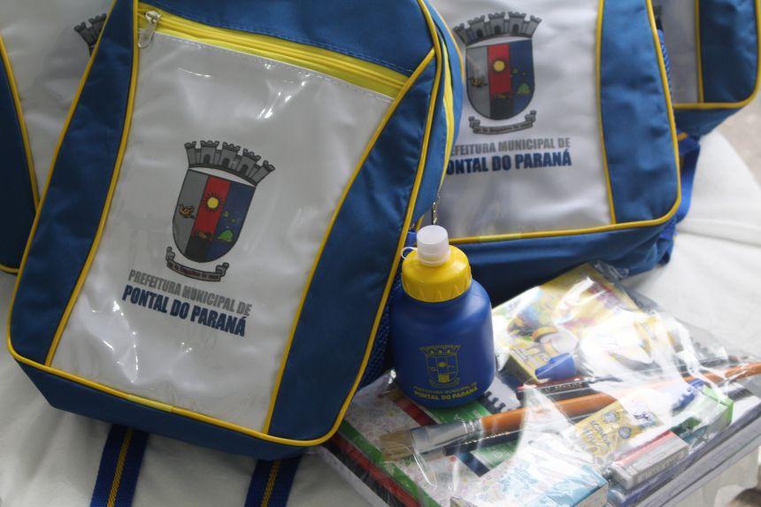 Educação realiza entrega de Kits Escolares para os estudantes de Pontal do Paraná