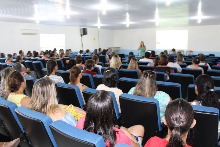 Educação reuniu servidores do ensino infantil dos Cmeis para palestras