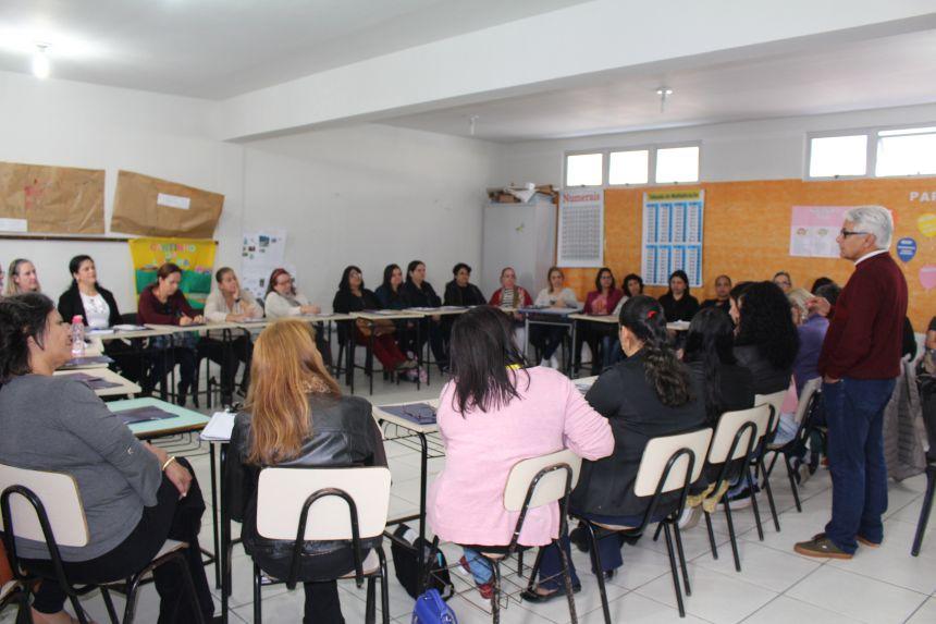 Educação de Pontal do Paraná capacita servidores para iniciar segundo semestre letivo