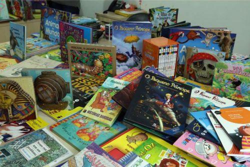 Educação de Pontal do Paraná vai entregar quatro mil livros para o ensino fundamental