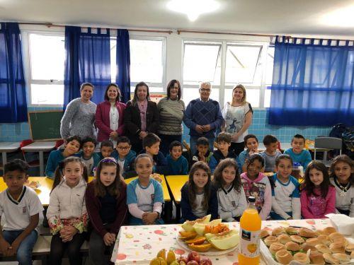 Alunos da Escola Municipal Primavera recebem prefeito para apresentação de trabalhos sobre emancipação