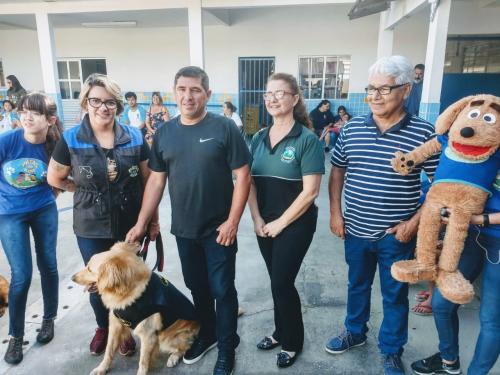 Projeto Patas do Bem visita Escola Especial Ilha do Saber
