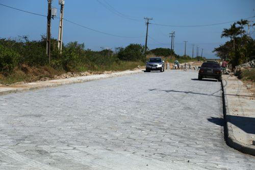 Obras do 1º lote de pavimentação da Avenida Anibal Khury seguem adiantadas em Pontal do Sul