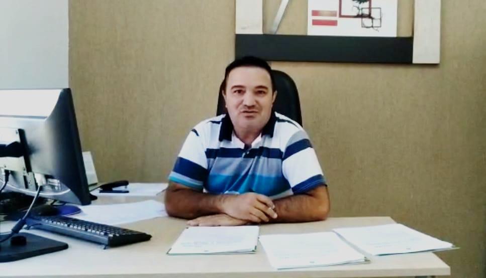 Presidente da Câmara de Anahy Valderi Januário de Lima da demostrações de projetos de lei e outras proposições.