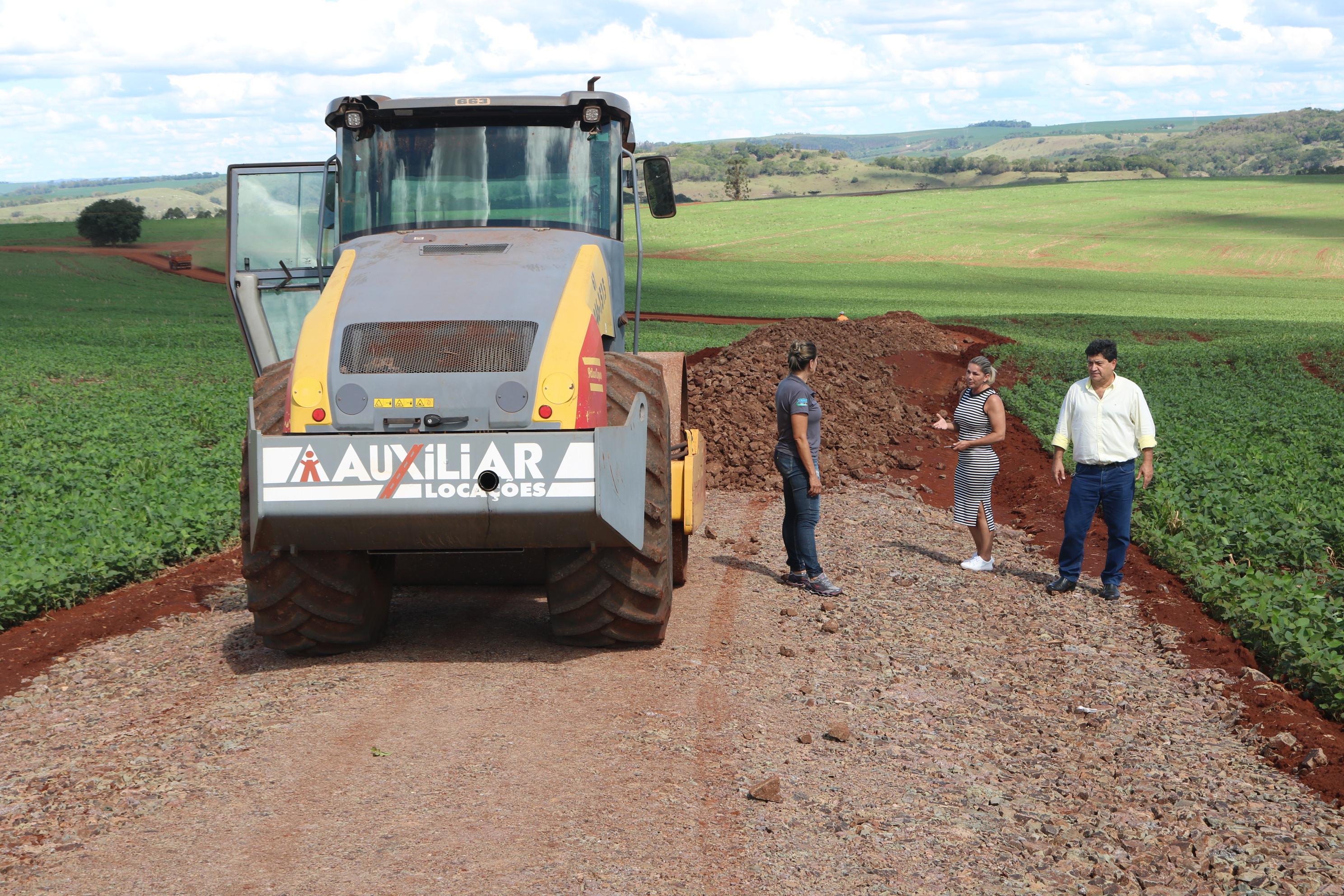 Readequação e Cascalhamento na Estrada, da Comunidade Água da Prata