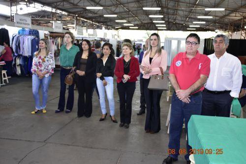 Prefeitura participa da 5ª feira de Ponta de Estoque de Santa Fé, oferecendo diversos serviços