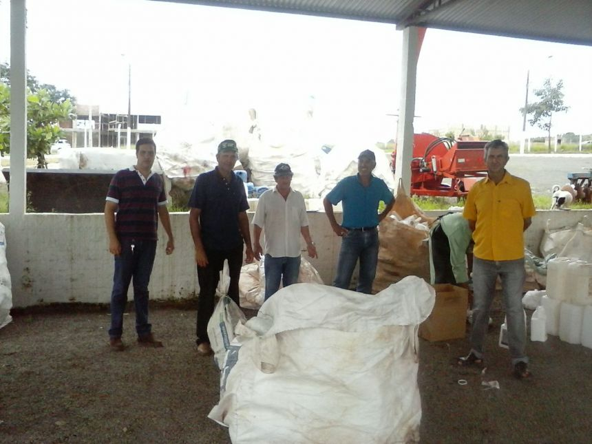 Coleta de embalagens produto agrotóxicos realizados pela  Secretaria da agricultura e EMATER de Joaquim Távora.
