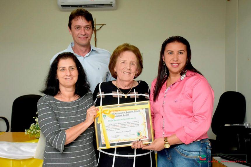 CÂMARA DE VEREADORES REALIZA MOÇÃO DE APLAUSOS A AUTORES DO BRASÃO DO MUNICÍPIO