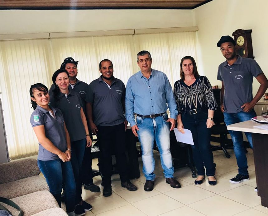 AGENTES DE ENDEMIAS RECEBEM UNIFORMES PARA OS TRABALHOS DE COMBATE AO AEDES AEGYPTI
