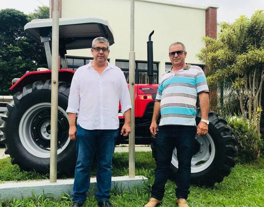 JOAQUIM TÁVORA RECEBE CAMINHÃO PARA LIXO RECICLÁVEL E TRATOR PARA AGRICULTURA