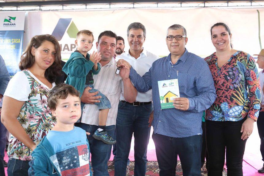 JOAQUIM TÁVORA INAUGURA CASAS POPULARES E ESTAÇÃO DE TRATAMENTO DE ESGOTO