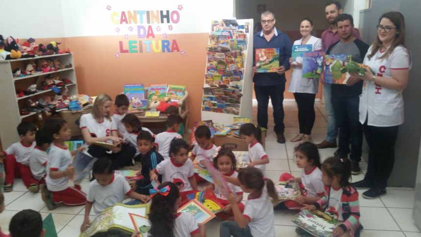 EDUCAÇÃO TAVORENSE INAUGURA MINI BIBLIOTECA DE LITERATURA INFANTIL