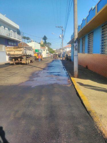 Recape e recuperação asfáltica ruas do centro da cidade.
