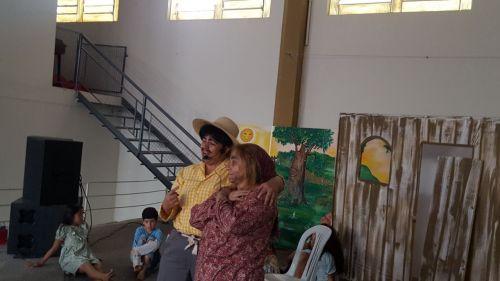 PEÇA TEATRAL JECA TATU AGRADA ALUNOS DA REDE MUNICIPAL DE ENSINO