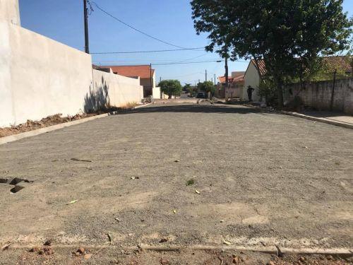 Calçamento com lajotas Sextavadas e colocação de meio fio no prolongamento da Rua Herculano Chaves Madureira