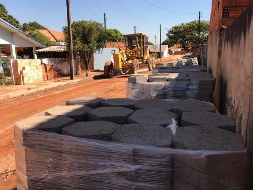Calçamento com Lajotas Sextavadas, meio fio e Calçadas Rua das Bananeiras Bairro São Sebastião