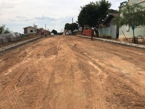 Calçamento com Lajotas Sextavadas, meio fio no final da Rua Barão do Rio Branco