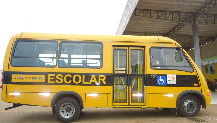 APAE de Imbaú recebe microônibus
