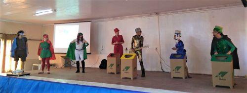 Peça teatral no Centro de Convivência do Idoso para os alunos do 4º ano das Escolas Municipais