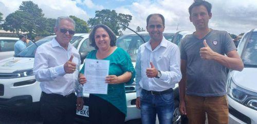 Imbaú recebe carro para a Secretaria de  Ação Social.
