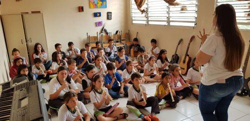 Jovens têm a oportunidade de aprender a arte por meio do contraturno municipal