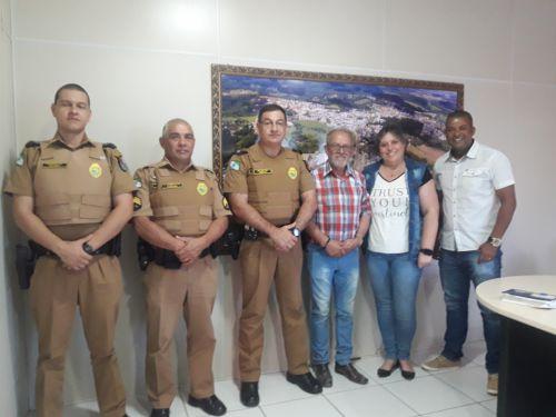 Membros da Policia Militar visitam o gabinete do Prefeito para planejamento de segurança