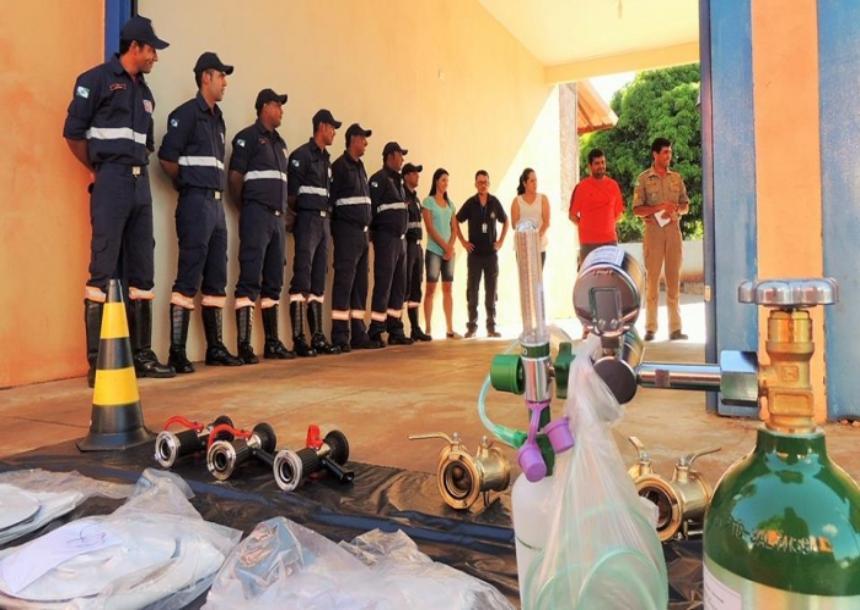 Prefeita faz entrega de Equipamentos para Bombeiro de Querência do Norte
