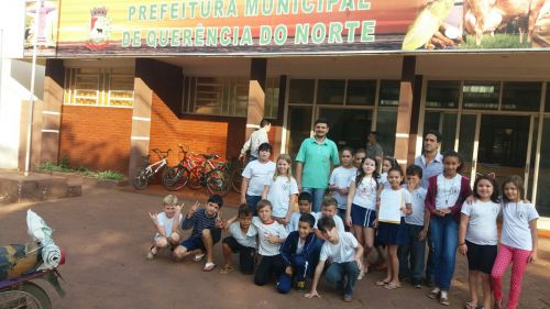 Alunos da Escola Municipal Monteiro Lobato, entrega Carta de Reivindicações a Prefeita Drª Roze