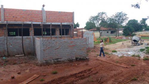 PREFEITA VISTORIA OBRA DA CONSTRUÇÃO DA  UNIDADE DE SAÚDE DA FAMÍLIA
