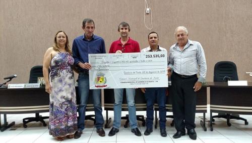 Câmara Municipal realizou a devolução simbólica de mais de R$ 250 mil.