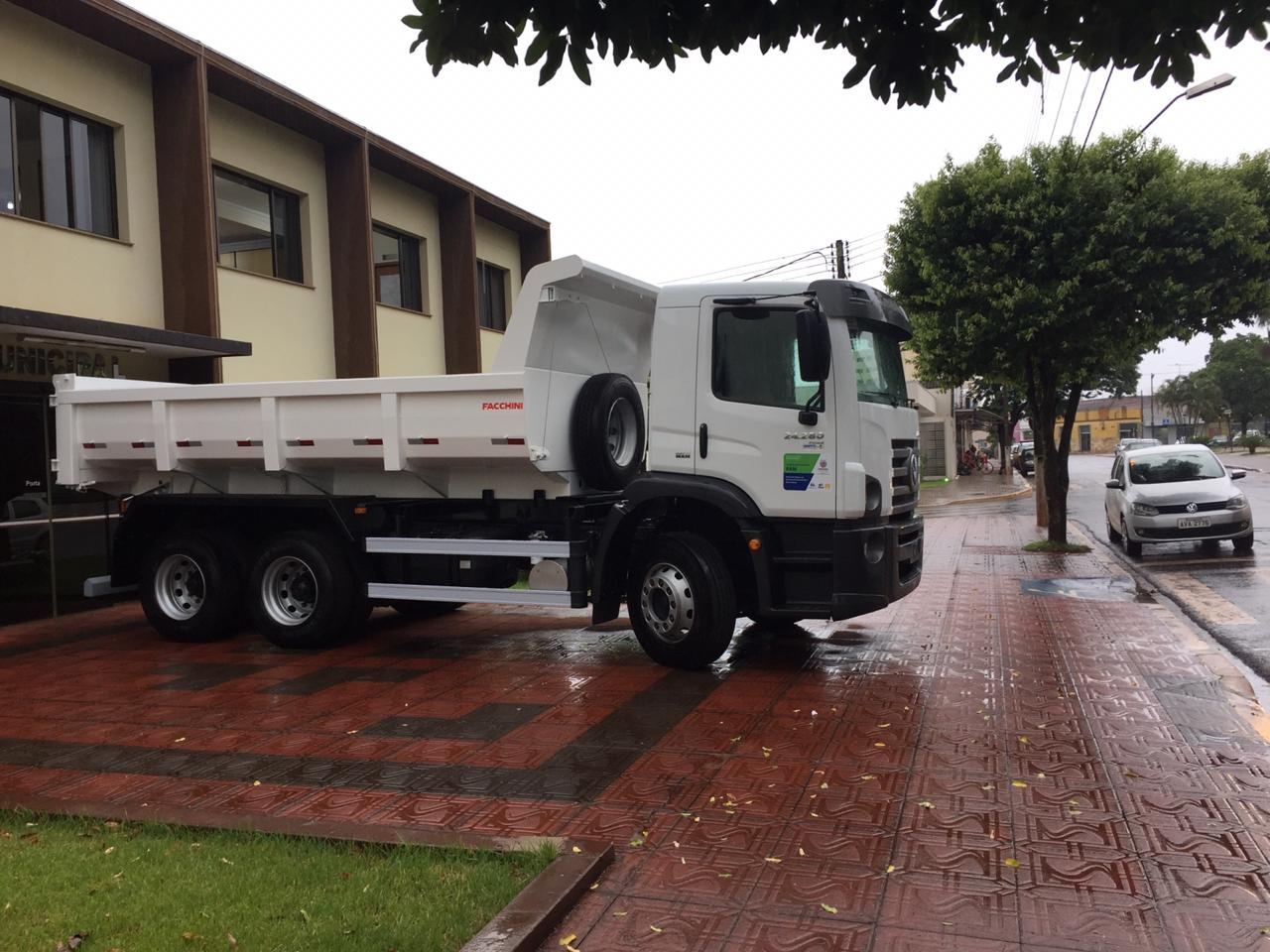 Caminhão Caçamba Basculante