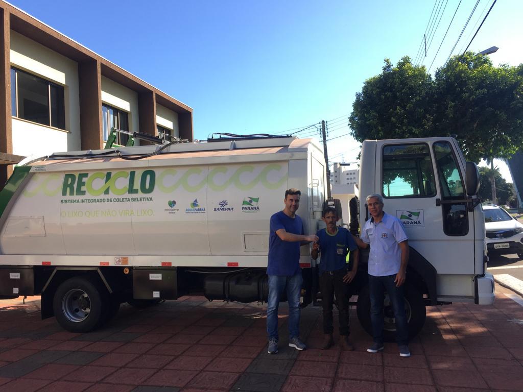 Caminhão reciclável