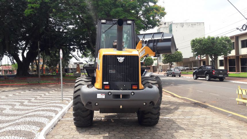 Prefeitura adquire Pá Carregadeira 0KM