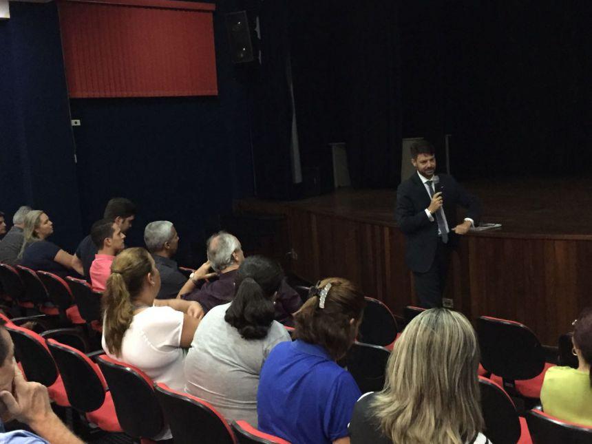 Especialista faz palestra sobre legislação pública