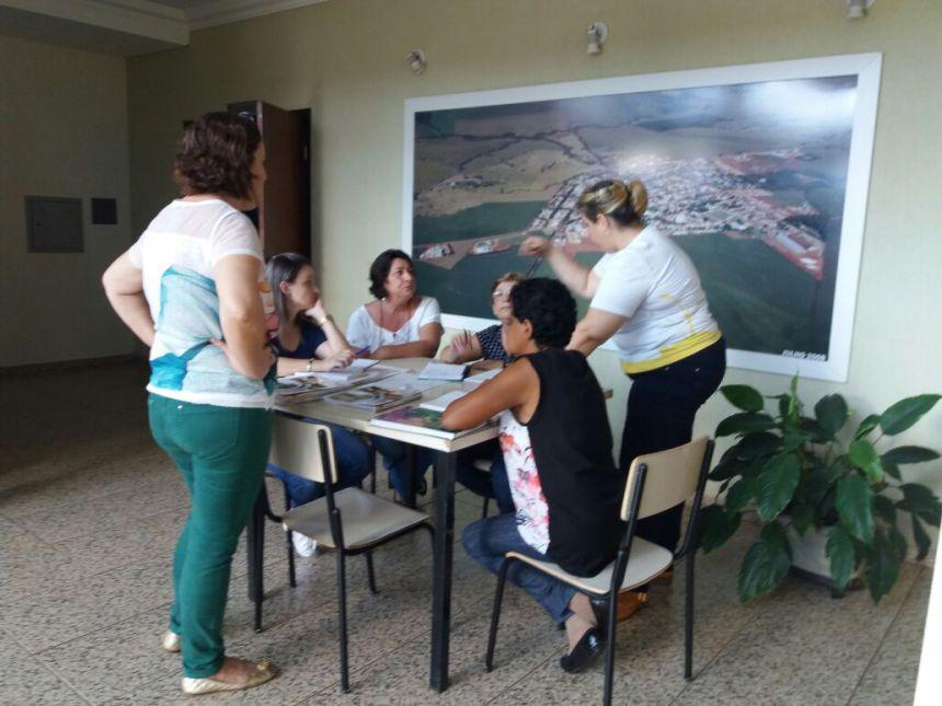"""Capacitação com os professores da rede municipal do programa """"união faz a vida""""."""