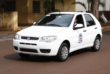 Veículos adquiridos com recursos próprios, sendo duas Vans para o Departamento de Saúde e um carro para o Departamento de Assistência Social.