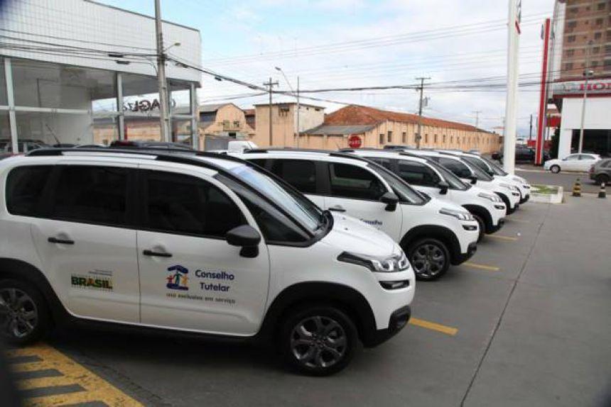 Prefeito Oziel recebe veículo em Ponta Grossa