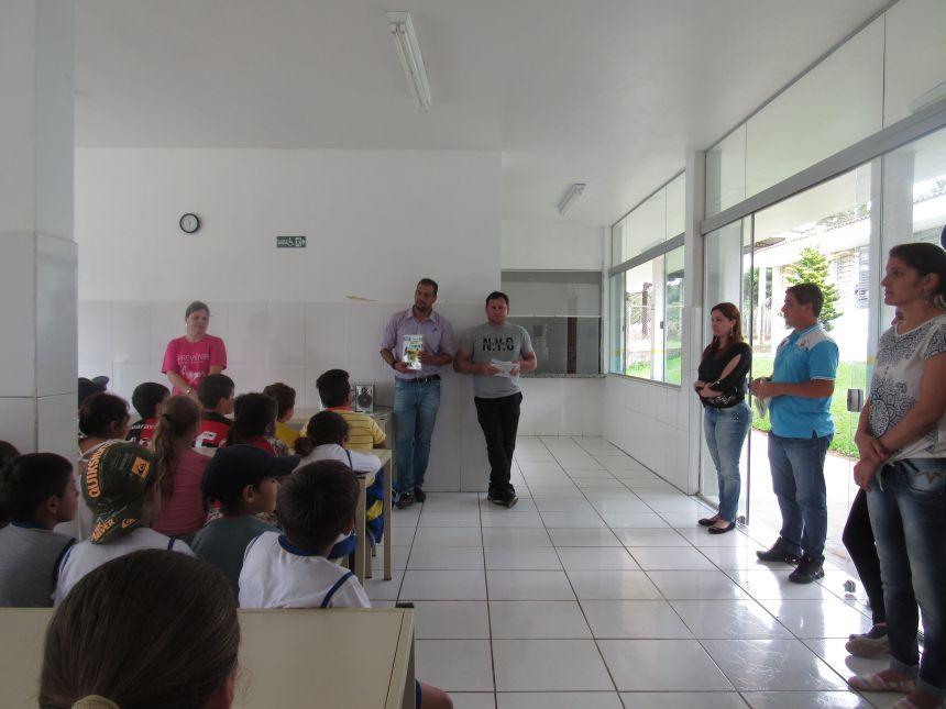 Entrega do Material do Sistema de Ensino Aprende Brasil - Positivo